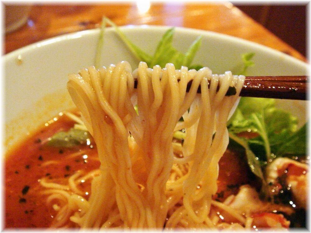 トロケの台所 トマトラーメンの麺