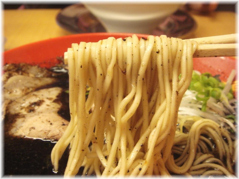 博多一幸舎 博多本店2 ラーメン黒の麺
