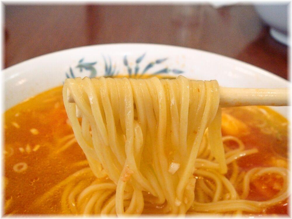 将龍 海老辛しそばの麺
