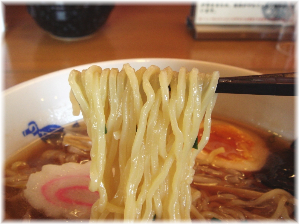 博多めんちゃんこ亭 木久蔵ラーメンの麺