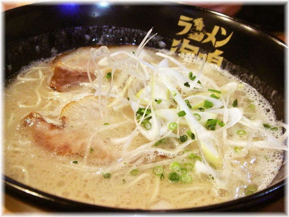 ラーメン海鳴 中洲店 とんこつラーメンのスープ