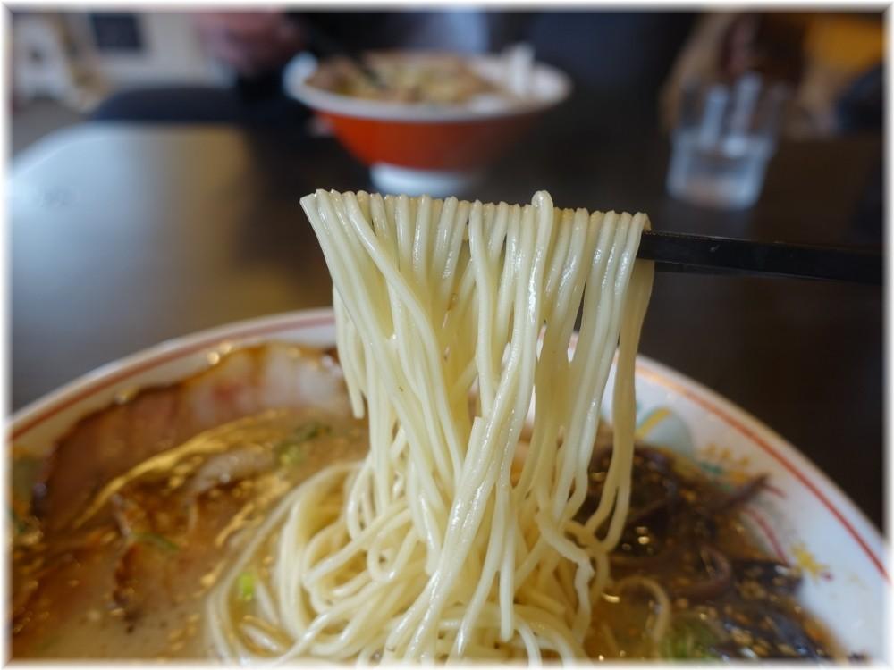 ラーメン育元吉見店 久留米チャーシュー麺の麺