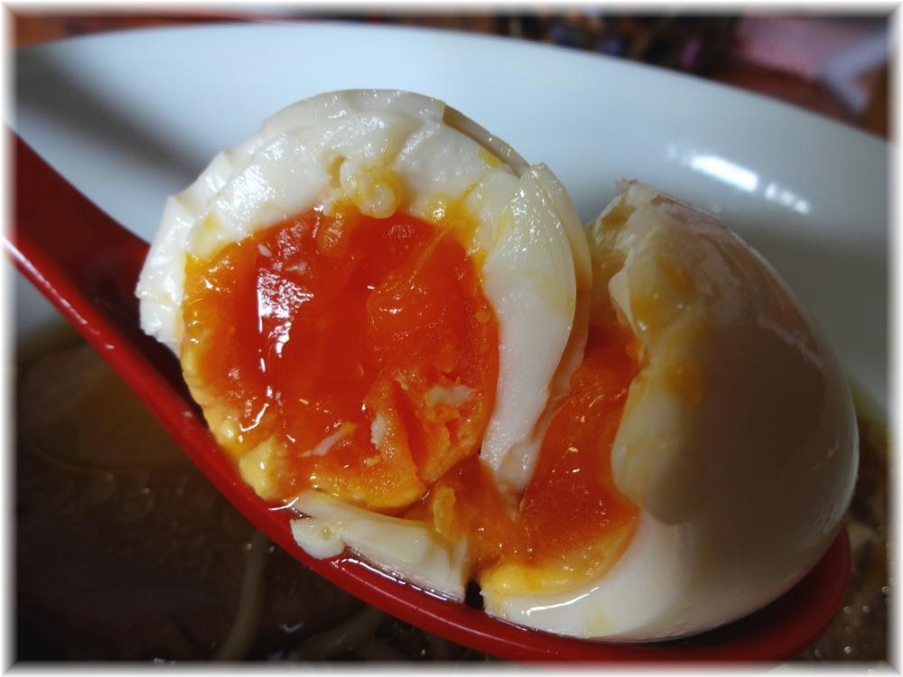 飯田商店 醤油らぁ麺に味玉の味玉