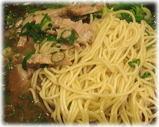 信楽茶屋 東京平和島店 黒とんこつ・九条ねぎ入りの麺