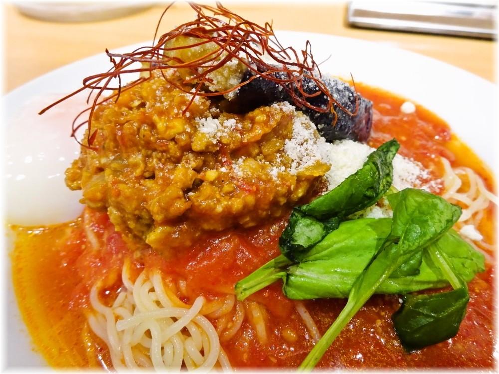 太陽のトマト麺三田店2 茄子と挽肉のアラビアータ冷麺の具