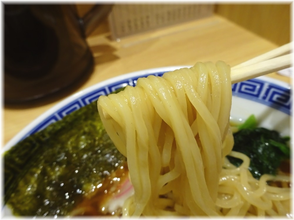 舎鈴田町店 中華そばの麺