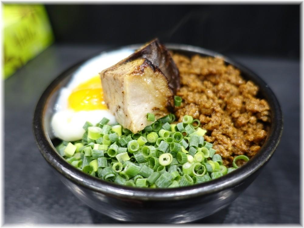 麺処若武者 草加分店 名物岳温泉卵丼