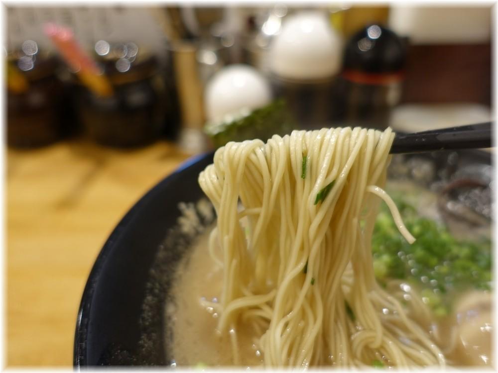 博多一瑞亭3 味玉ラーメンの麺