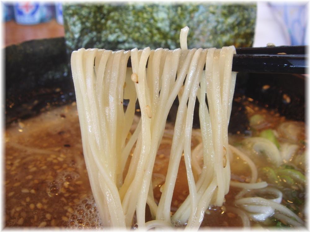 トラの夢 豚骨ラーメンの麺