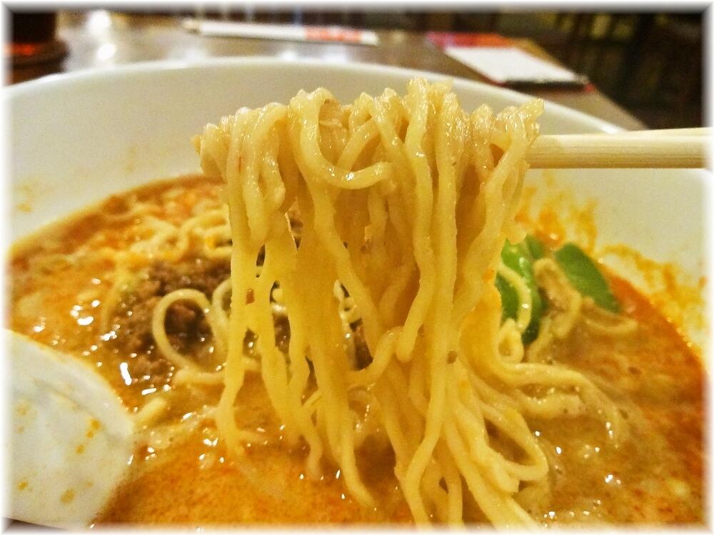 頤和園 四川担担麺の麺