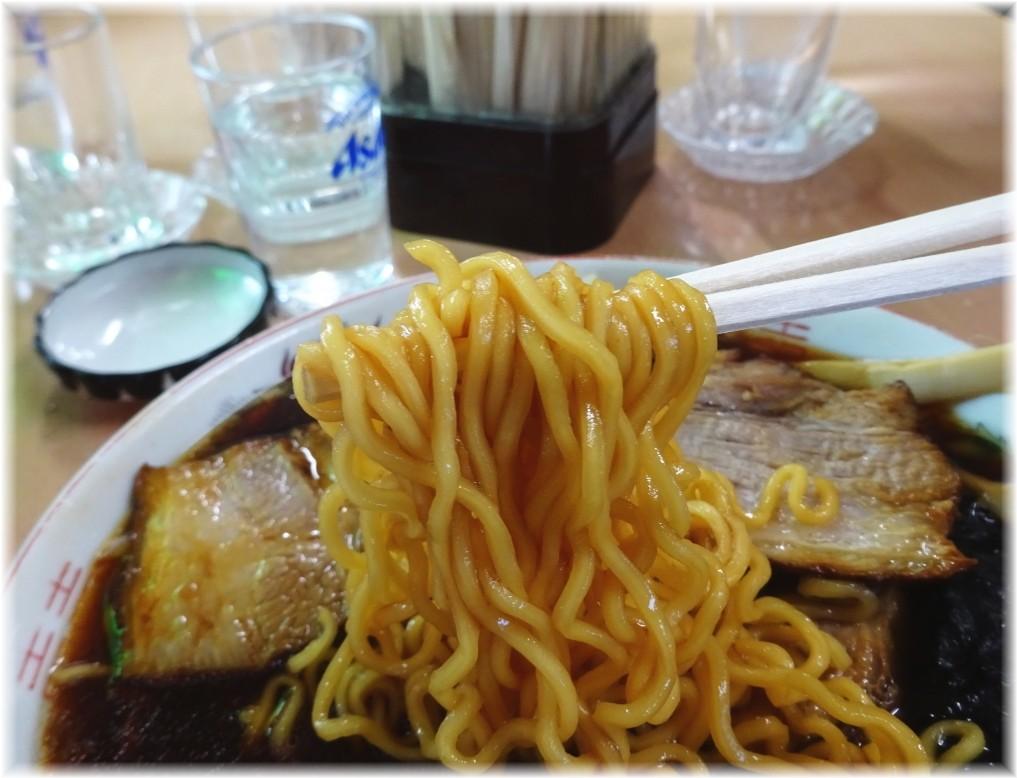 梅乃家 ラーメンの麺