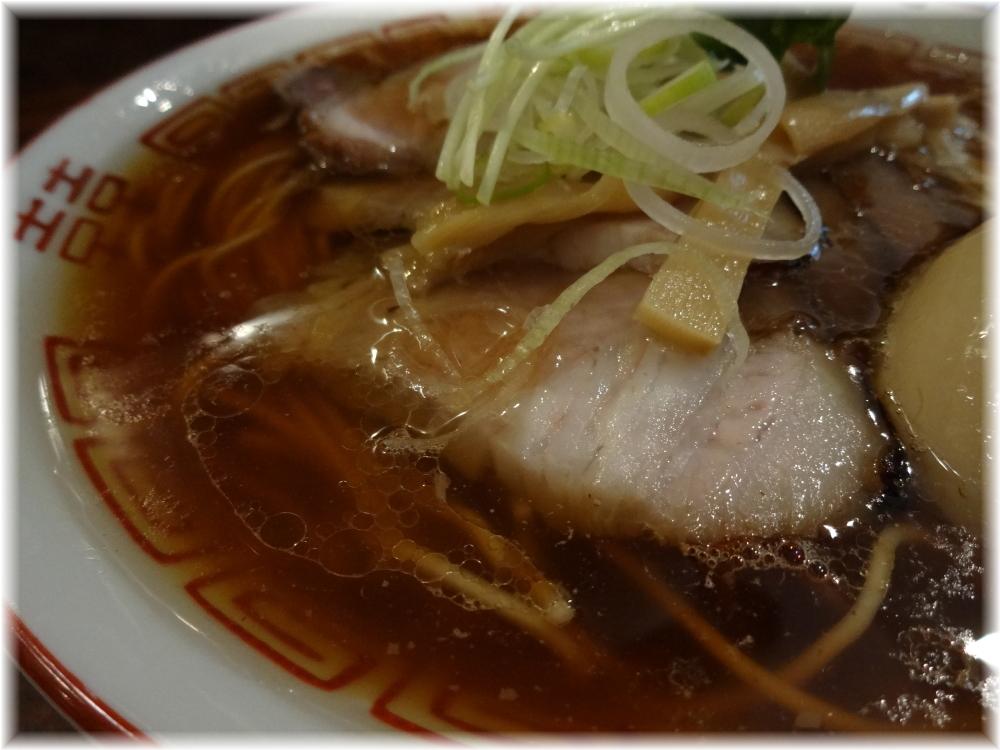 中華そばしば田 味玉チャーシュー中華そばのスープ