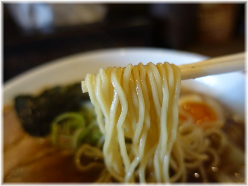 栄龍軒 らー麺ぜいたくの麺