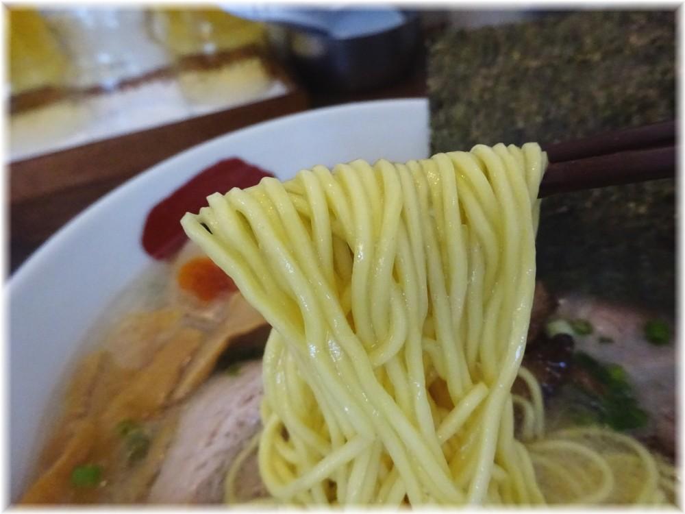 麺屋三四郎 味玉SIo豚骨の麺