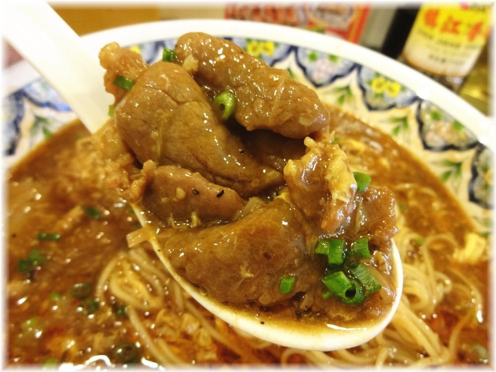 揚州商人目黒本店2 プレミアムスーラータンメンの牛肉