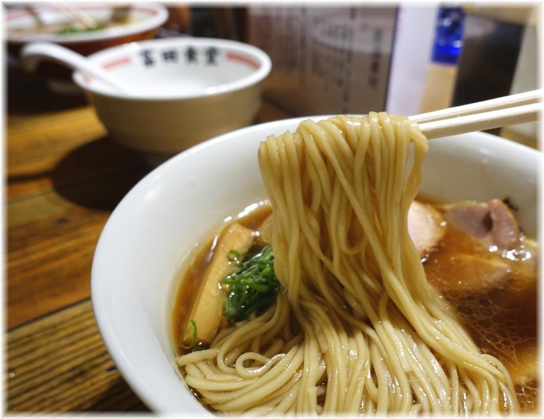 富田食堂 特製中華そばの麺