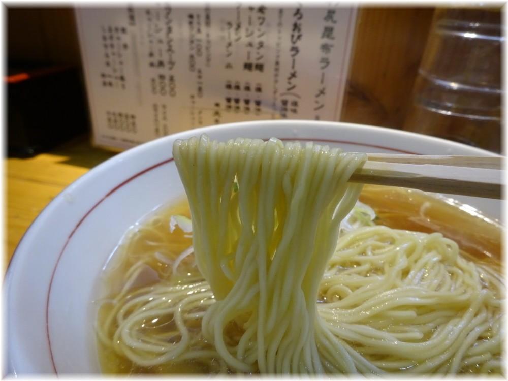 くろおび ラーメン(醤油)の麺