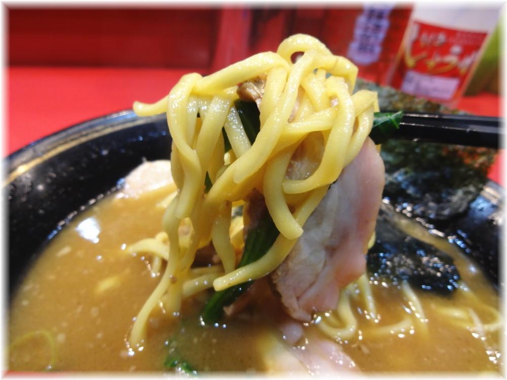 吉村家 チャーシューメンの麺2