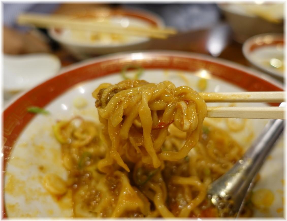 広州市場五反田店 雲呑入り汁なし担々麺の麺2
