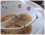 呑龍 長浜ラーメンの辛し高菜入りスープ