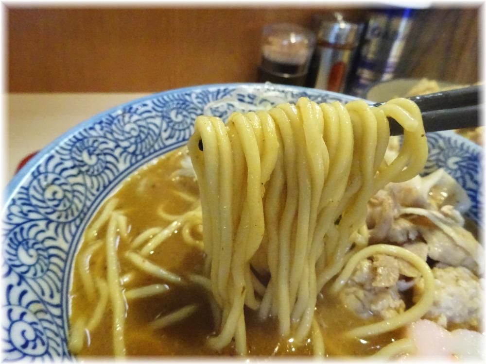鶴嶺峰 鶴嶺峰らー麺幕内(並)の麺