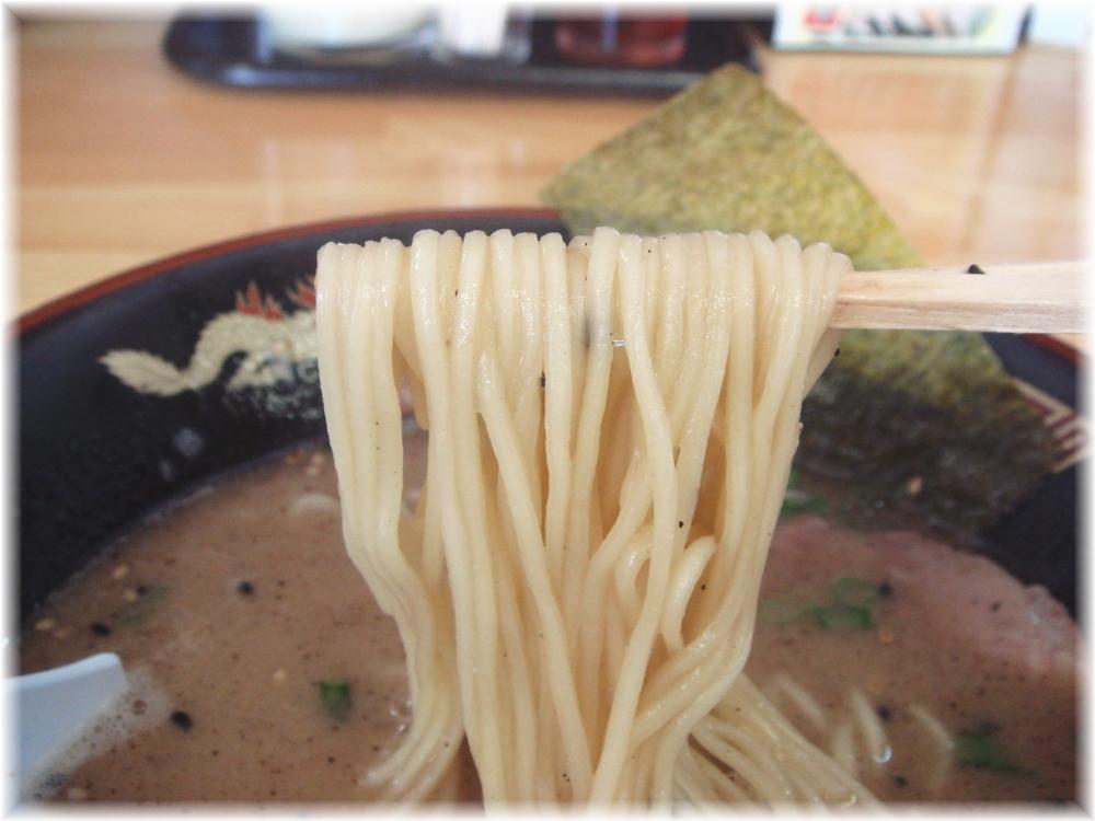 大勝園 黒とんこつラーメンの麺