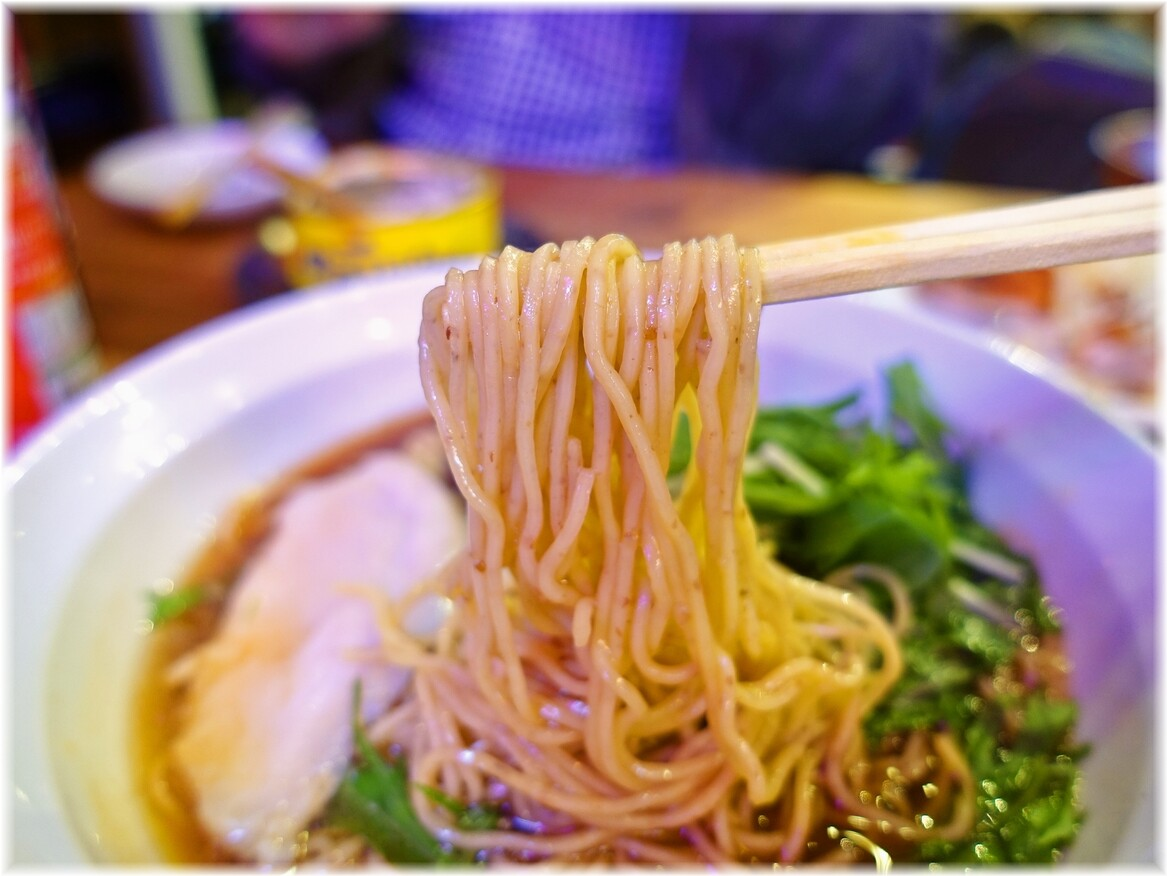 ゆしまホール 中華そばの麺