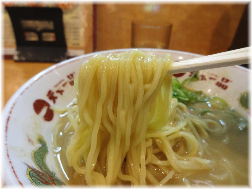 天下一品 歌舞伎町店 こってり中華そばの麺