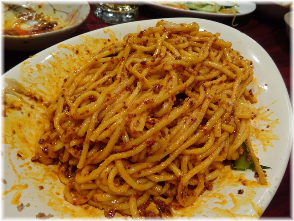 楊2号店 汁なし担々麺の麺