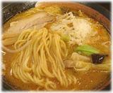 源火 イオン東雲店 チーズ味噌らーめんの麺と具