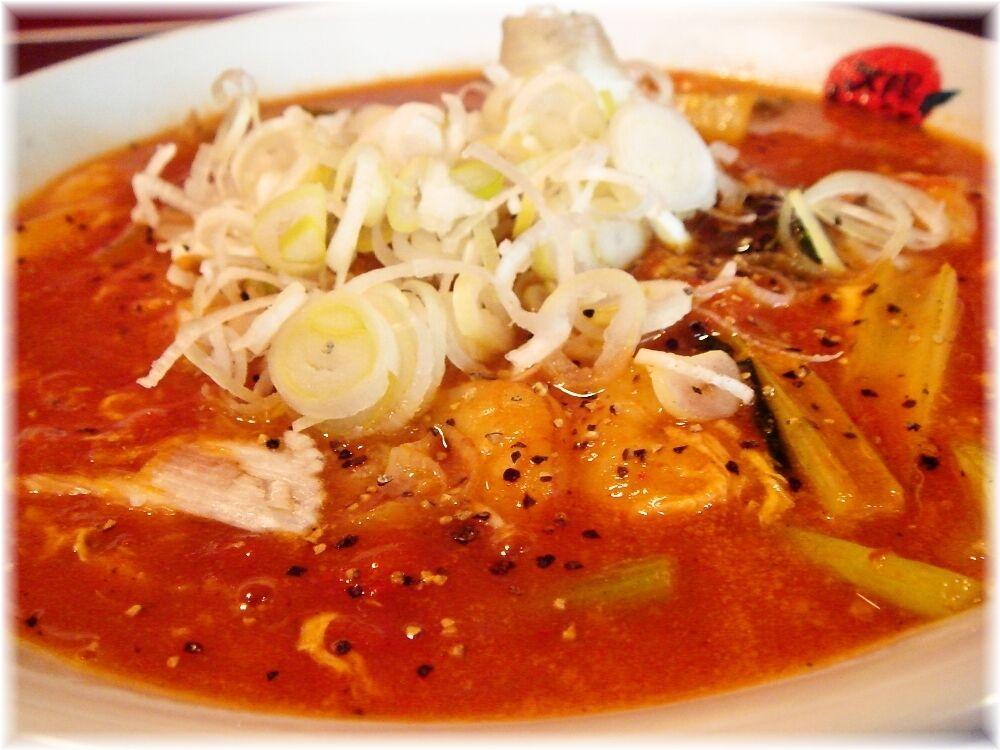太陽のトマト麺 酸辣トマト麺のスープ