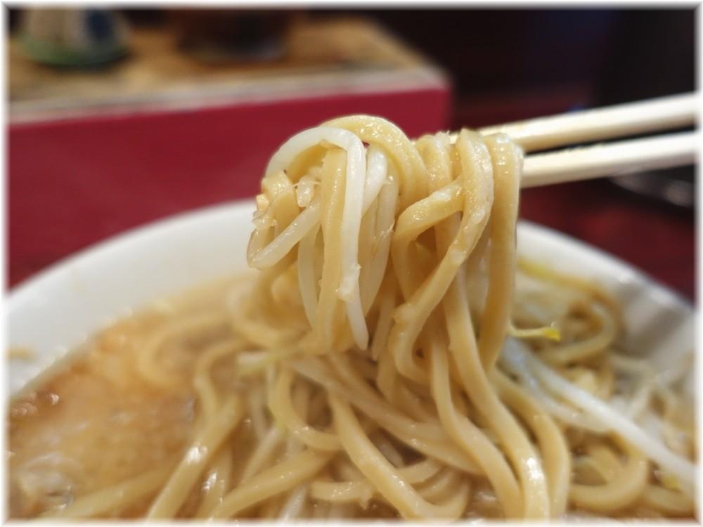 ゴリラーメン ミニラーメンに味玉の麺