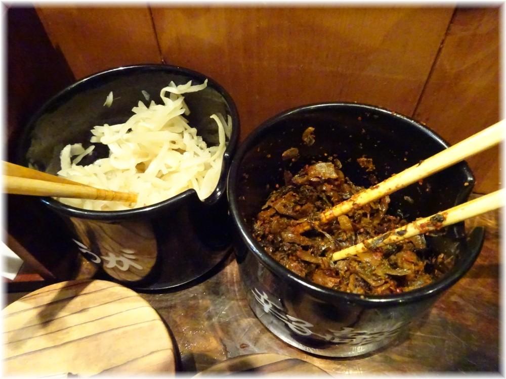 博多一双中洲店 卓上の辛子高菜等