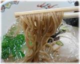 山んラーメン 黒米ラーメンの麺