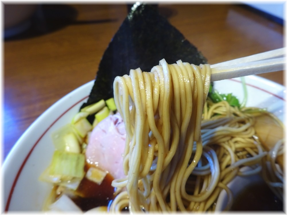 寿製麺よしかわ 黒醤油の麺