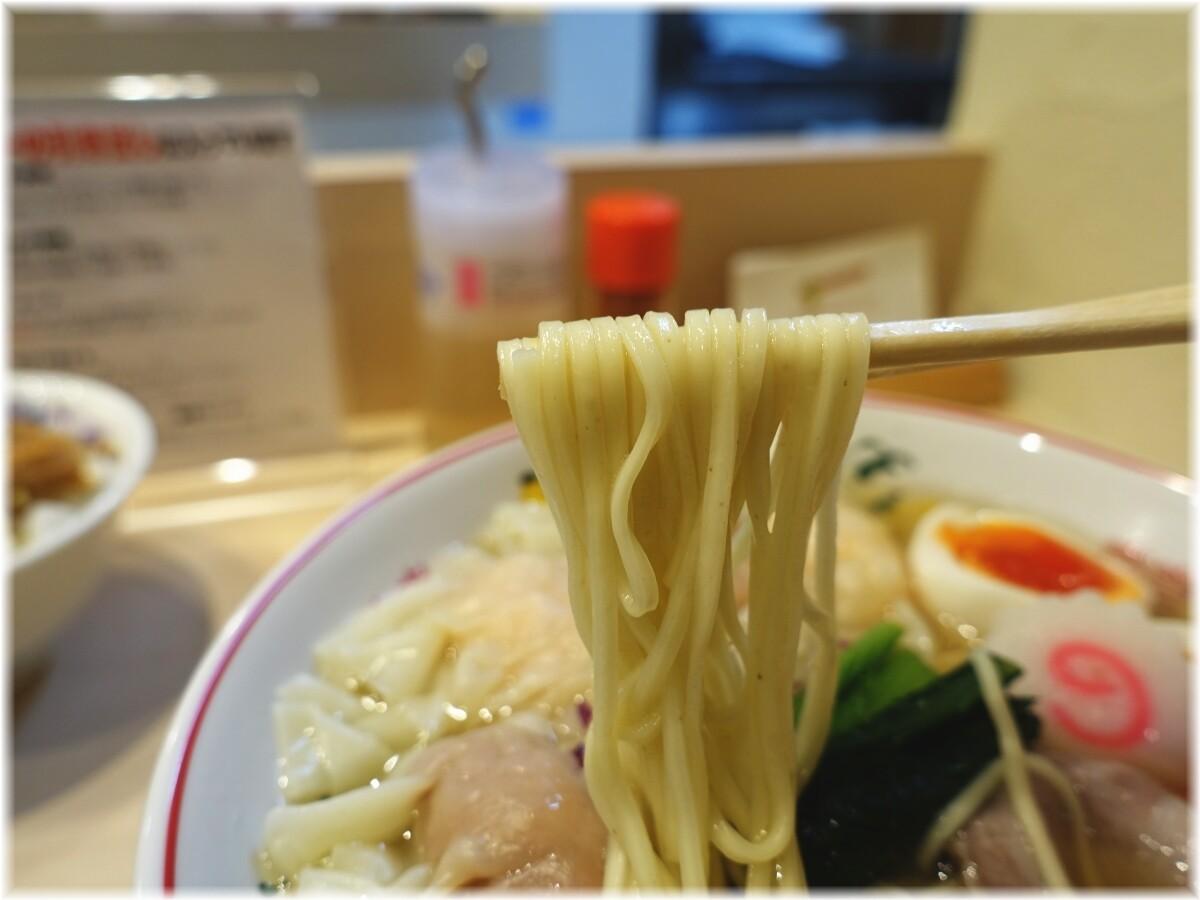 金龍 全部入り白だしワンタン麺の麺