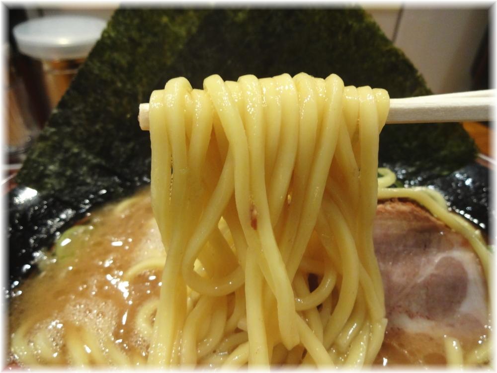 太龍軒田町店 ラーメン(並)の麺