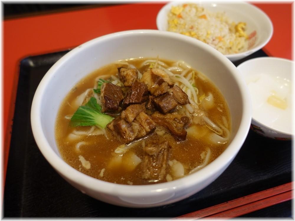 慶珍楼 牛バラ刀削麺と半チャーハンセット