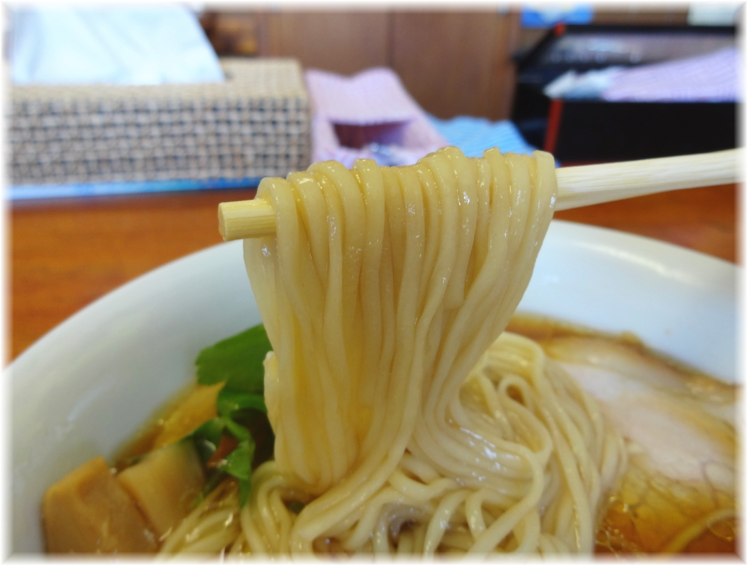 飯田商店3 醤油らぁ麺の麺