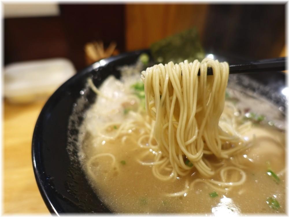 博多一瑞亭三田店3 味玉チャーシューメンの麺