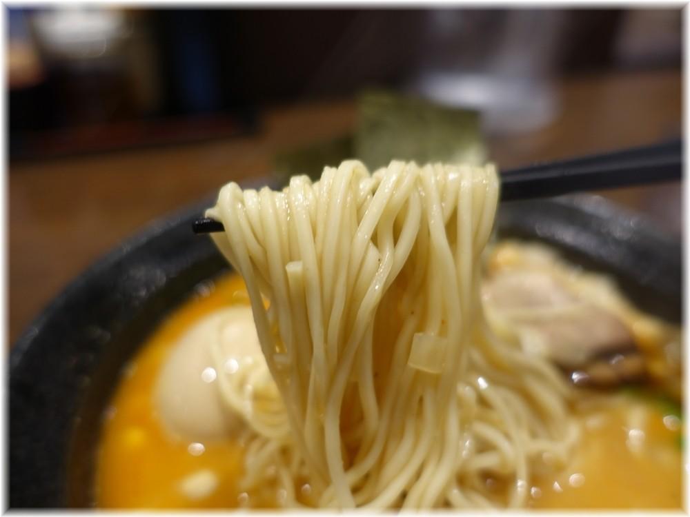 麺屋一禾2 濃厚辛味噌そば(味玉付)の麺