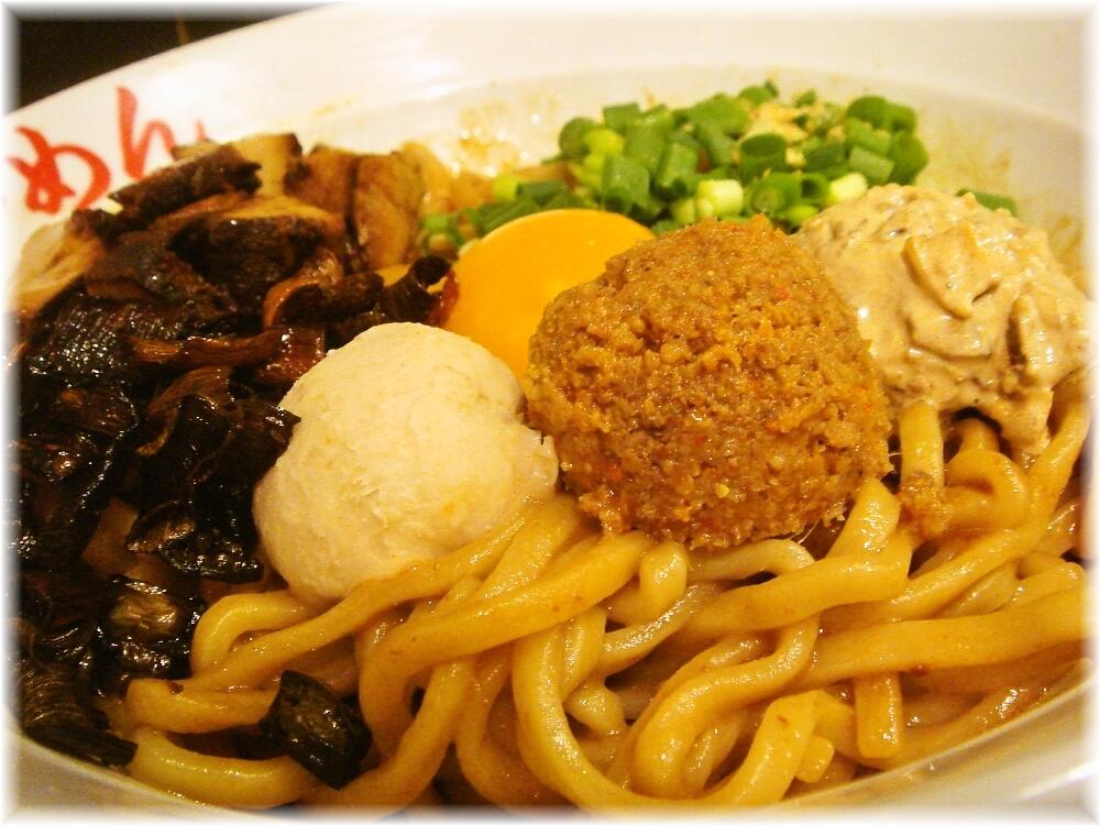 日の出らーめん田町分店 ガッツ麺DX(みそ味)の具