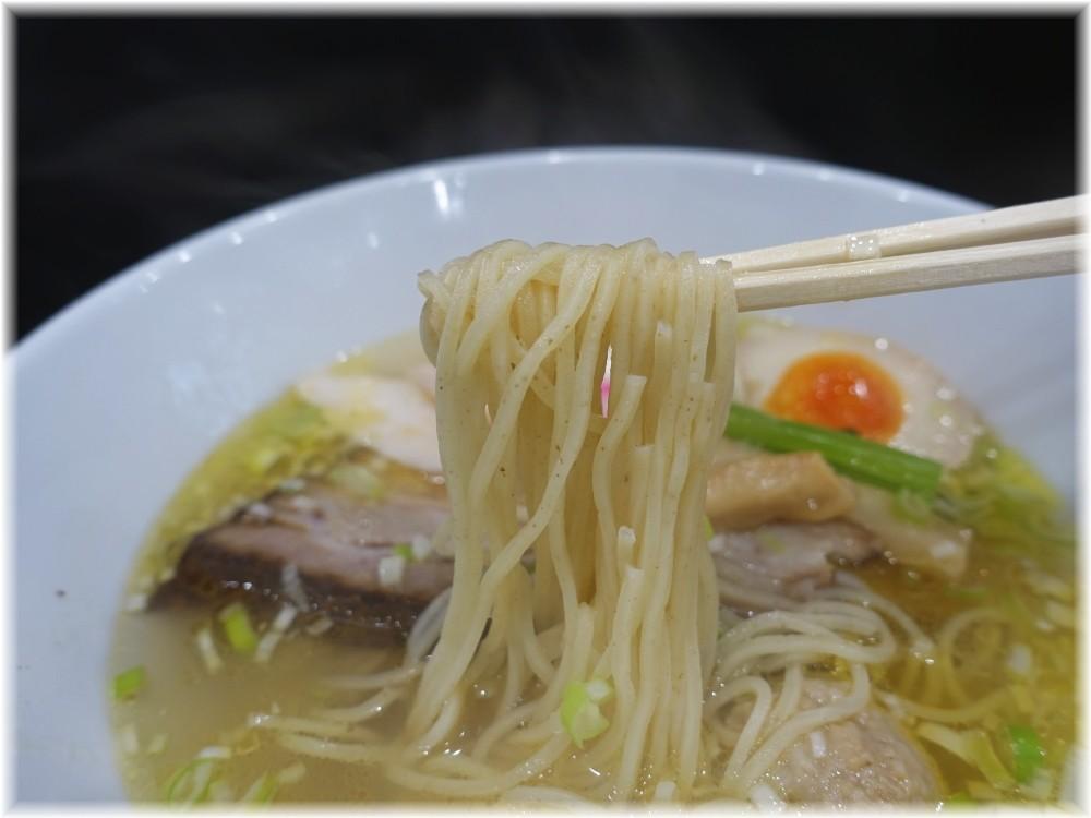 麺処若武者 草加分店 鶏塩中華そば味玉入りの麺