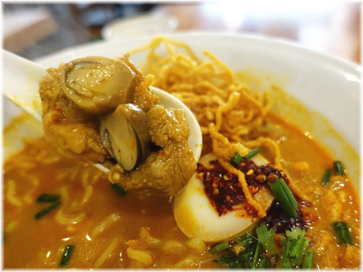 タイ国専門食堂 カーオソーイの具2