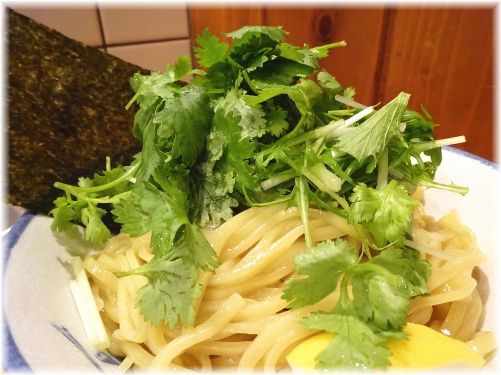 太龍軒7 パクチーつけ麺のパクチー