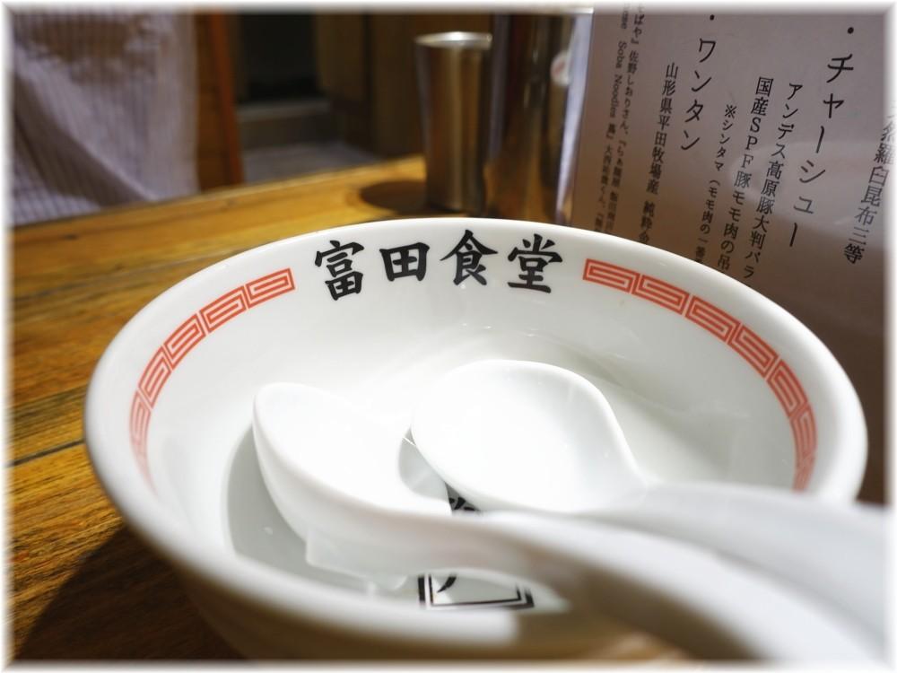 富田食堂 レンゲ置きの丼
