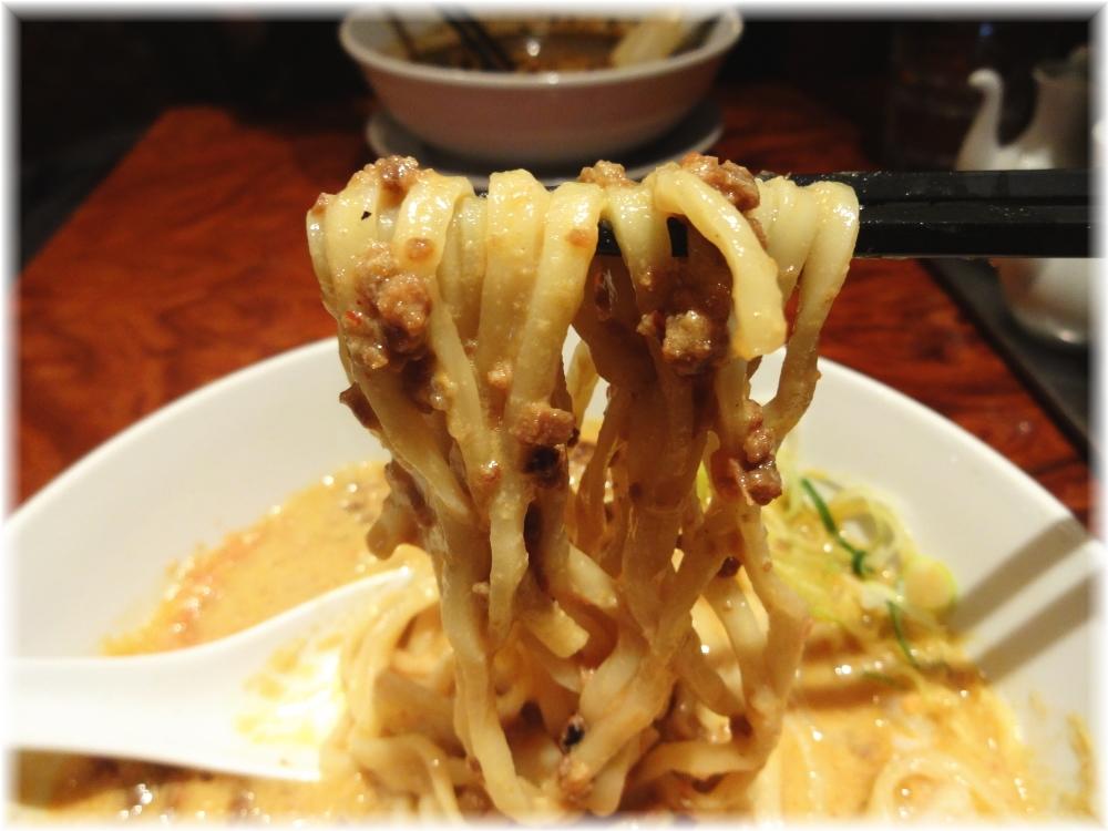 蒼龍唐玉堂渋谷店 えび味噌担々麺の麺