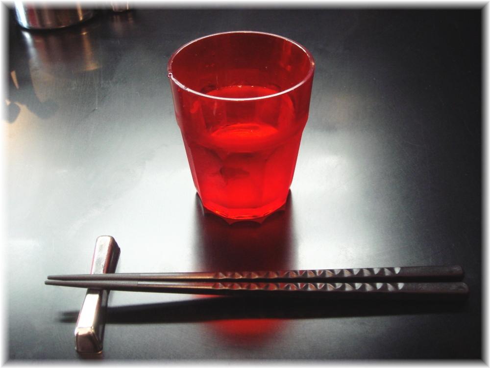 マタドール お箸と真っ赤なグラス