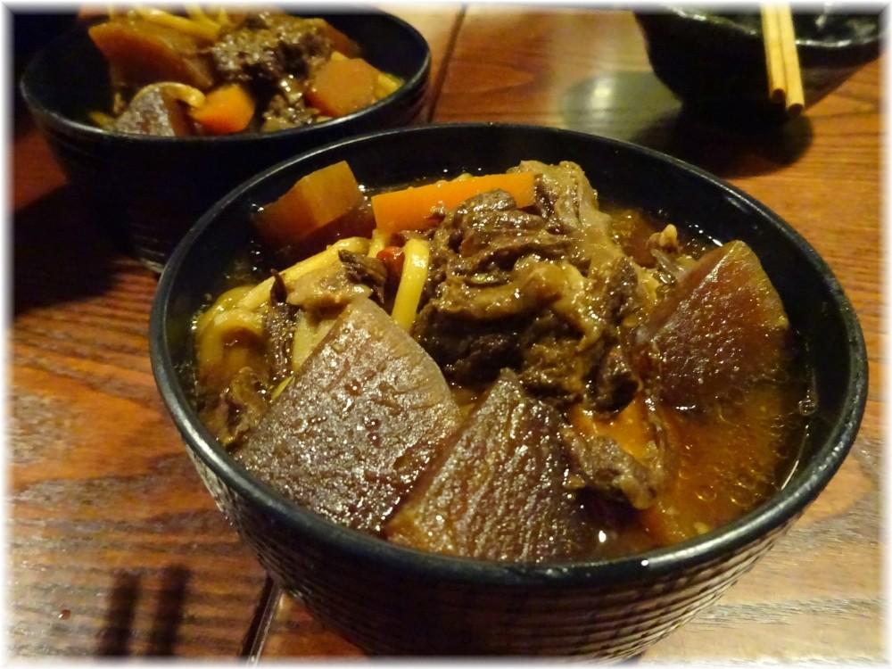 アルス南青山 モツ煮込み的な麺