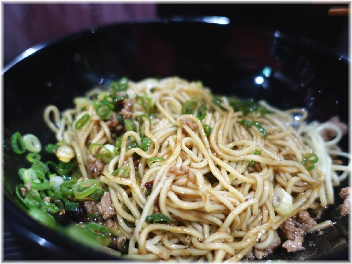 きさく五反田店 汁なし担担麺(並)に温泉たまごの麺2